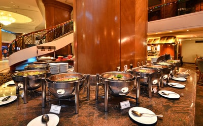 (Fri - Sat) Royal Dinner Buffet for 4 Adults