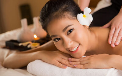 1x Bali Body Massage + Body Scrub + Face Totok Facial + Detox Foot Reflexology (150 Menit)
