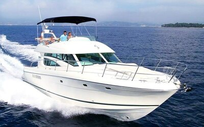(Fri–Sun) 4-Hour Golden Ocean Yacht Charter for Up To 12 People