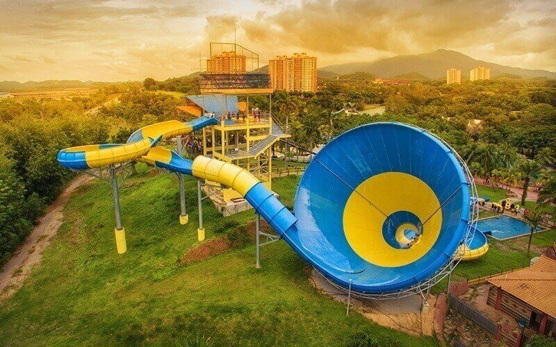 1-Day Admission to Water Theme Park + Old West Theme Park for 1 Child