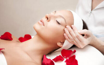 3-Hour Intensive Lifting and V-Shape Collagen Facial with Lymphatic Aromatherapy Massage for 1 Person (2 Sessions)