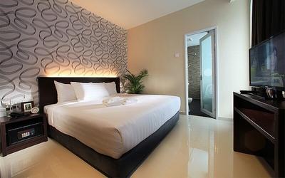 Bukit Bintang: 2D1N Stay in Deluxe Room with Breakfast for 2 People