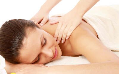 Full Body Massage + Totok Aura + Body Scrub + Body Whitening Mask (150 Menit)
