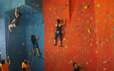 Guided Pass Indoor Rock Climbing + Unlimited Bouldering for 1 person