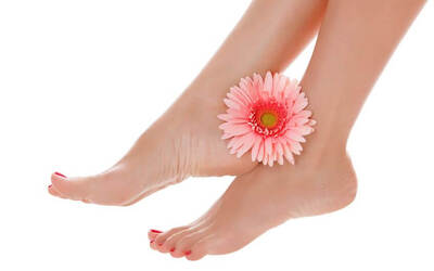 1.5-Hour Brightening, Detoxing, and Moisturising Herbal Spa Pedicure with Foot Scrub and Masque for 1 Person
